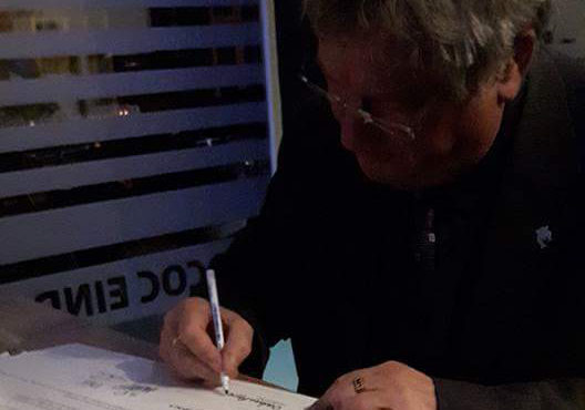 Ook Niek Rennenberg tekent Regenboogakkoord met COC Eindhoven namens het Ouderen Appèl